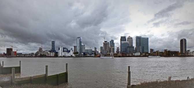 Gloomy-clouds-over-Canary-Wharf