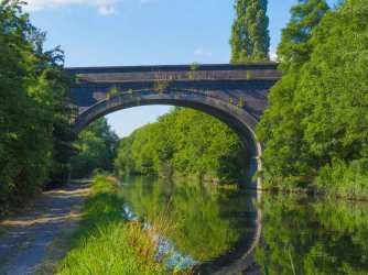 The Chiltern Line railway bridge, Denham, Grand Union Canal
