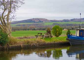 Ivinghoe Beacon from The Grand Union Canal